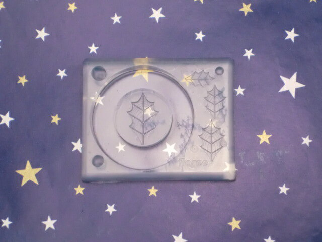 シリコンモールド/シリコン型/C-445 リース台LL(ヒイラギの葉型付)/UVレジン/レジン/ねんど/クリスマス