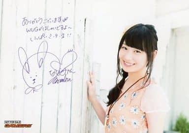 山下七海/横型・バストアップ・衣装オレンジ白・印刷サイン・メッセージ入り/「Wake Up, Girls! 夏合宿、やらせてください!」 ゲーマーズ購入特典