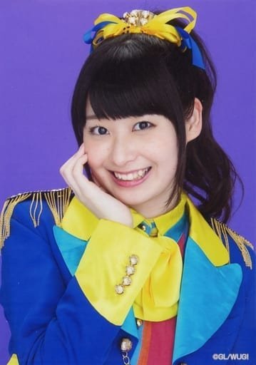Wake Up Girls!/山下七海/バストアップ・衣装青・黄色・背景紫/Wake Up Girls! Bromide Collection -vol.2-